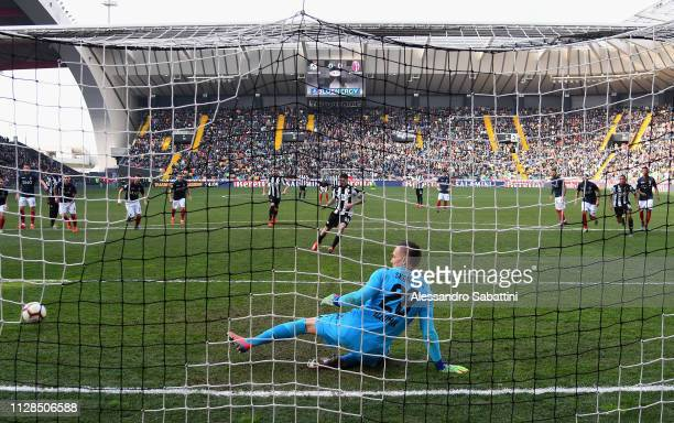 Rodrigo De Paul of Udinese Calcio scores the opening goal during the Serie A match between Udinese and Bologna FC at Stadio Friuli on March 3 2019 in...