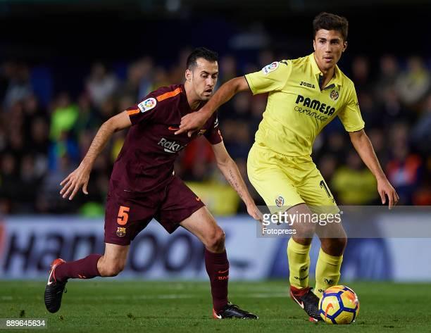 Rodrigo Hernandez of Villarreal competes for the ball with Sergio Busquets of Barcelona during the La Liga match between Villarreal and Barcelona at...