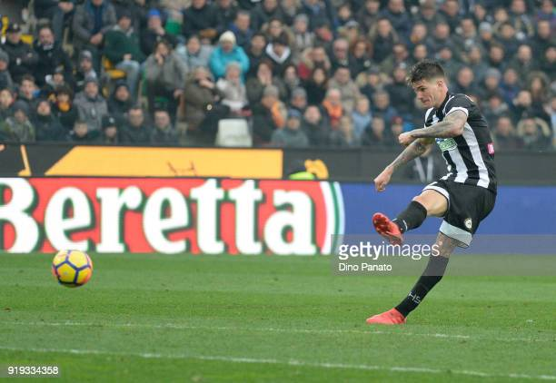 Rodrigo Javier De Paul of Udinese Calcio in action during the serie A match between Udinese Calcio and AS Roma at Stadio Friuli on February 17 2018...