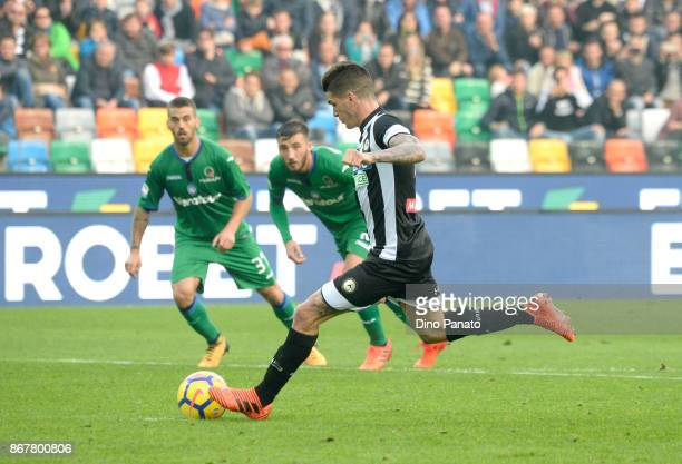 Rodrigo Javier De Paul of Udinese Calcio scores his team's first goal from the penalty spot during the Serie A match between Udinese Calcio and...