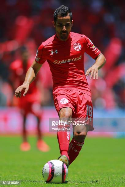 Rodrigo Lopez of Toluca drives the ball during the 2nd round match between Toluca and Leon as part of the Torneo Apertura 2017 Liga MX at Nemesio...