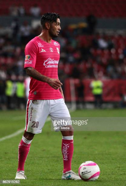 Rodrigo Millar of Morelia drives the ball during the 10nd round match between Atlas and Morelia as part of the Torneo Apertura 2017 Liga MX at...