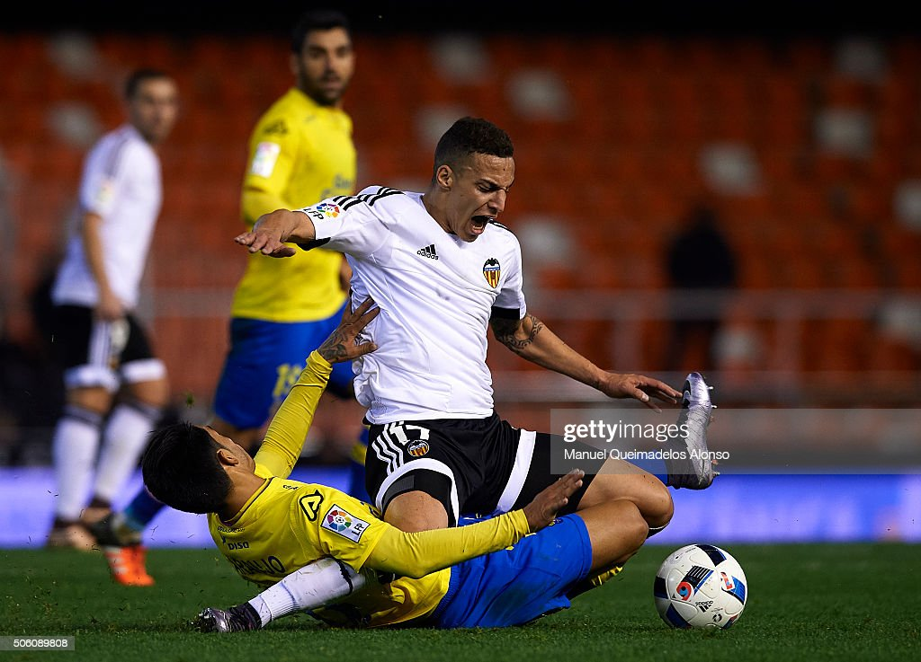 Rodrigo Moreno (R) of Valencia is tackled by Araujo of Las Palmas during the Copa del Rey quarter-final first leg match between Valencia CF and UD Las Palmas at Estadio Mestalla on January 21, 2016 in Valencia, Spain.