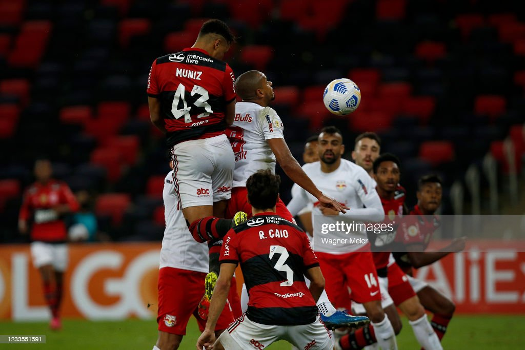 Flamengo v Red Bull Bragantino - Brasileirao 2021 : Nyhetsfoto