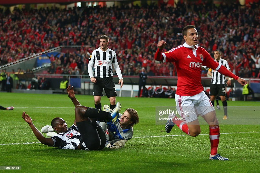 Rodrigo (C) of Benfica celebrates scoring his sides opening goalduring the UEFA Europa League Quarter- Final First Leg match between Benfica and Newcastle United at the Estadio da Luz on April 4, 2013 in Lisbon, Portugal.