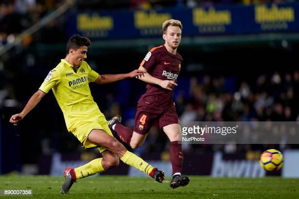 Rodrigo of Villarreal CF competes for the ball with Ivan Rakitic of FC Barcelona during the La Liga game between Villarreal CF and FC Barcelona at...