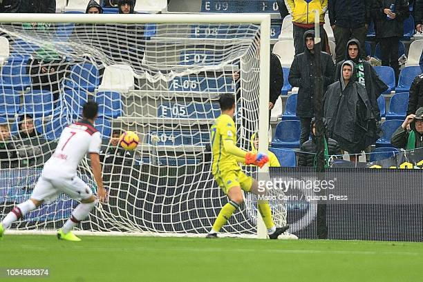 Rodrigo Palacio of Bologna FC scores te opening goal during the Serie A match between US Sassuolo and Bologna FC at Mapei Stadium Citta' del...