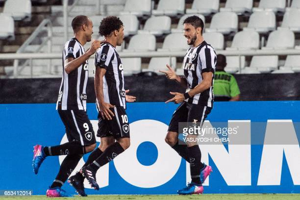 Rodrigo Pimpao of Brazil's Botafogo celebrates with teammates his goal against Argentinas Estudiantes de La Plata during their Copa Libertadores 2017...