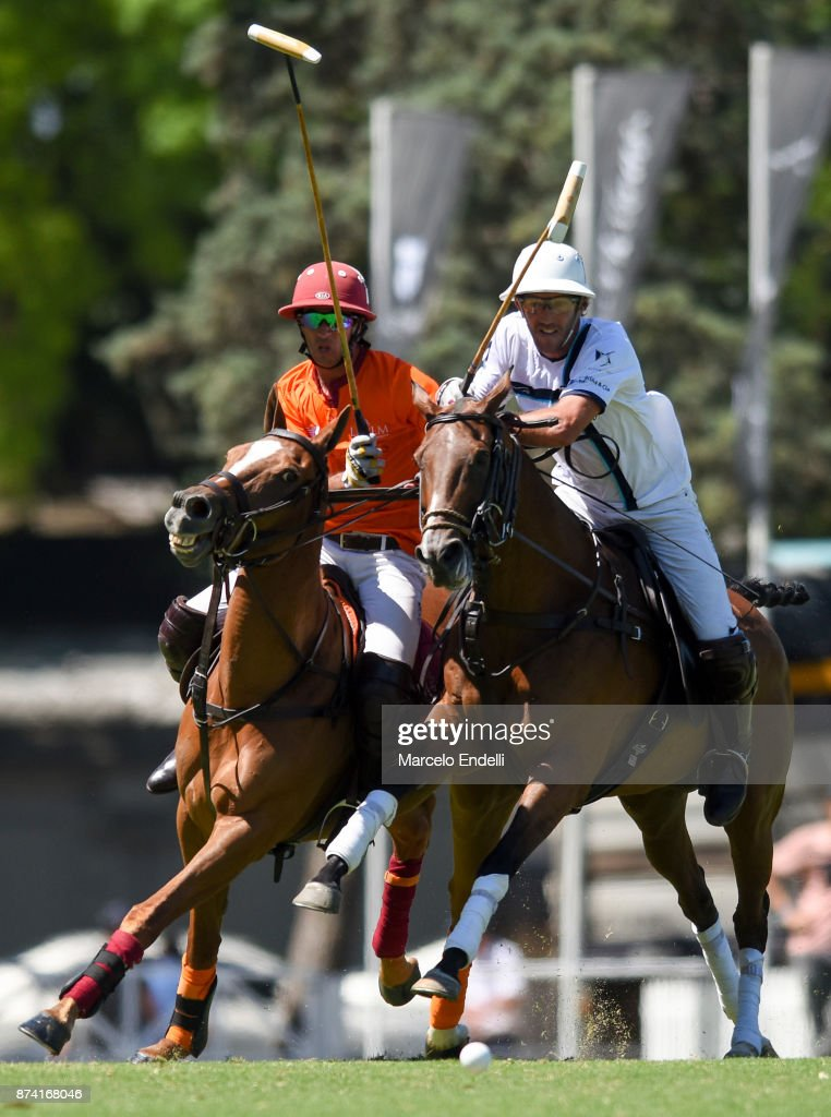 Rodrigo Rueda of La Esquina competes for the ball with Alejandro Novillo Astrada of La Aguada during a match between La Aguada L. M. v La Esquina L. M. as part of the HSBC 124°° Argentina Polo Open at Campo Argentino de Polo on November 14, 2017 in Buenos Aires, Argentina.