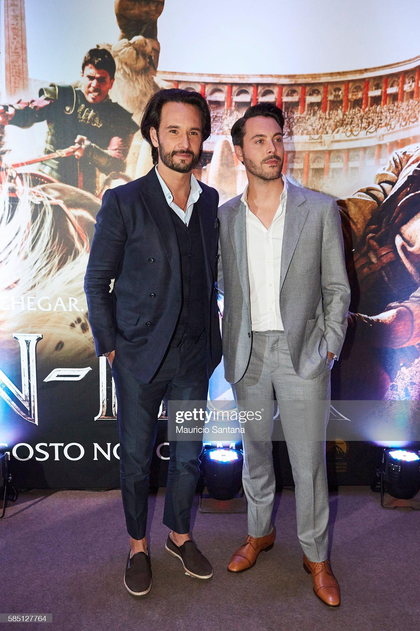 ¿Cuánto mide Rodrigo Santoro? - Altura - Real height Rodrigo-santoro-and-jack-huston-attend-the-brazil-premiere-of-the-picture-id585127764?s=2048x2048