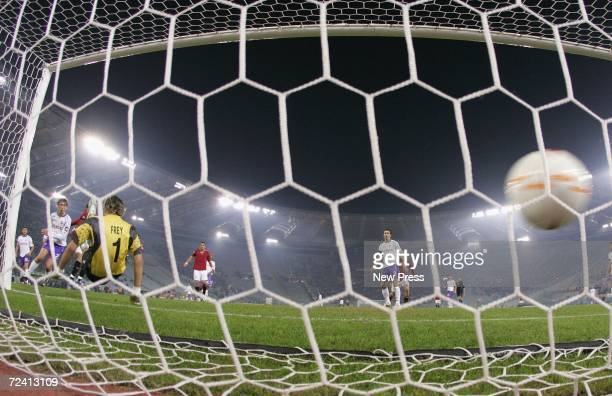 Rodrigo Taddie of Roma scores during the Serie A match between Roma and Fiorentina at Olimpico stadium on November 5 2006 in Rome Italy