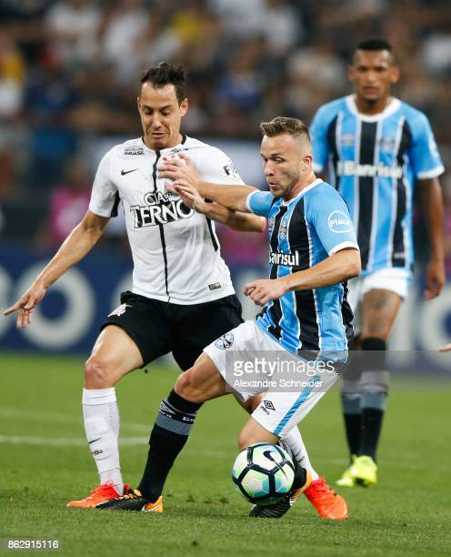 Rodriguinho of Corinthians and Athur of Gremio in action during the match between Corinthians v Gremio for the Brasileirao Series A 2017 at Arena...