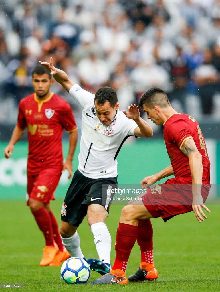 Rodriguinho (C) of Corinthinas in action during the match against Fluminense for the Brasileirao Series A 2018 at Arena Corinthians Stadium on April 15, 2018 in Sao Paulo, Brazil.