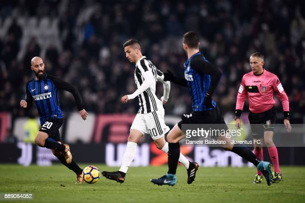 Rodriguo Bentancur of Juventus in action with Borja Valero of FC Internazionale during the Serie A match between Juventus and FC Internazionale on...