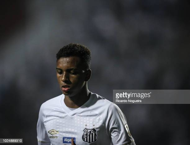 Rodrygo of Santos looks on during the match between Santos and independiente as a part of Copa Libertadores 2018 at Vila Belmiro Stadium on August...