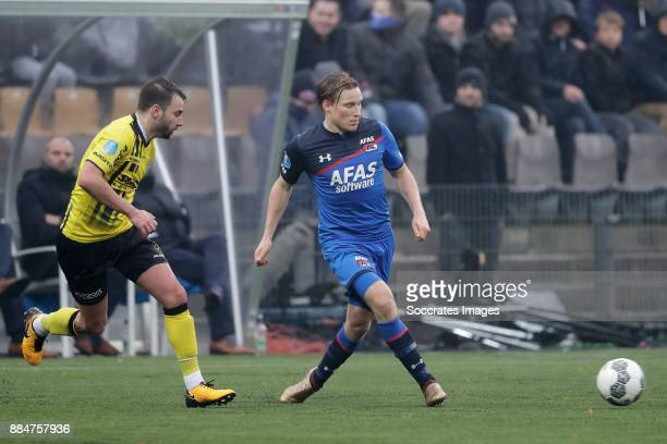 Roel Janssen of VVV Venlo Jonas Svensson of AZ Alkmaar during the Dutch Eredivisie match between VVVvVenlo AZ Alkmaar at the Seacon Stadium De Koel...