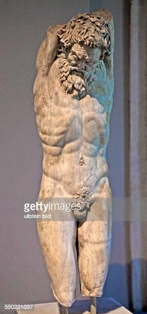 roemische Statue des Satyr Marsyas Archaeologisches Museum TUERKEI Istanbul 062011 Star der Antikensammlung im Archaeologischen Museum