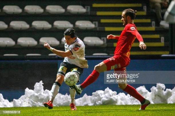 Roeselare's Andrei Camargo and Tubize's Antony Schuster fight for the ball during a soccer game between KSV Roeselare and AFC Tubize Friday 25...