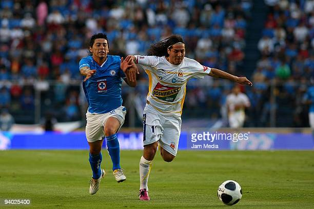 Rogelio Chavez of Cruz Azul vies for the ball with Hugo Droguett of Morelia during their semifinals match as part of the 2009 Opening tournament in...