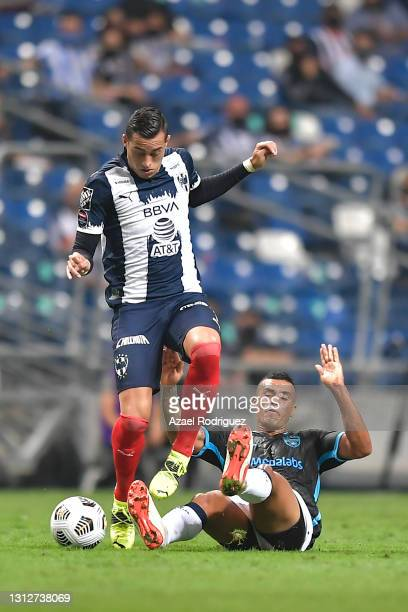 Rogelio Funes Mori of Monterrey fights for the ball with Leonardo Ossa of Atlético Pantoja during a second leg match between Monterrey and Atletico...