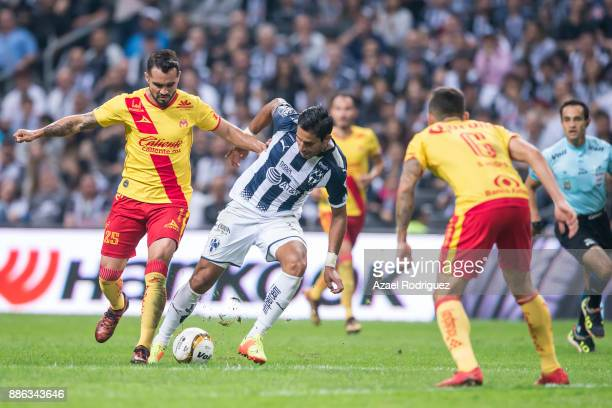 Rogelio Funes Mori of Monterrey fights for the ball with Mario Osuna and Gerardo Rodriguez of Morelia during the semifinal second leg match between...