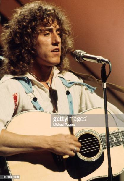 Roger Daltrey performs on a TV show London 1973