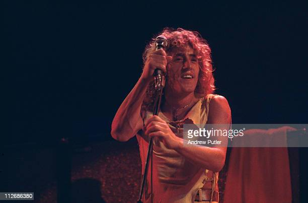 Roger Daltrey, singer with The Who, on stage during a live concert performance, circa 1975.