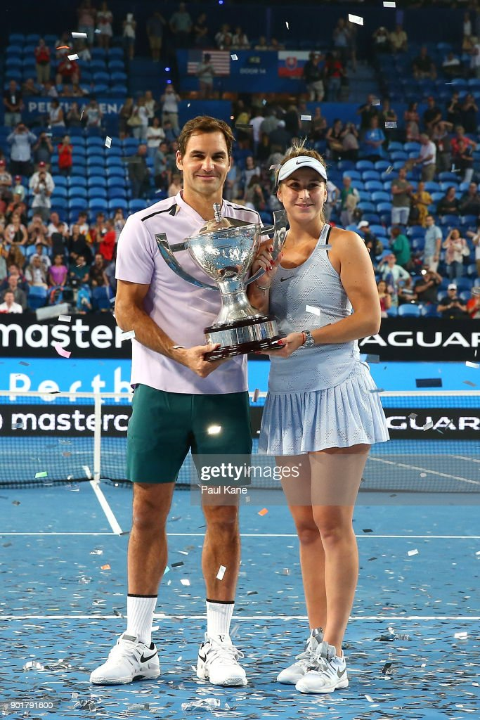 ¿Cuánto mide Belinda Bencic? - Real height Roger-federer-and-belinda-bencic-of-switzerland-pose-with-the-hopman-picture-id901791600