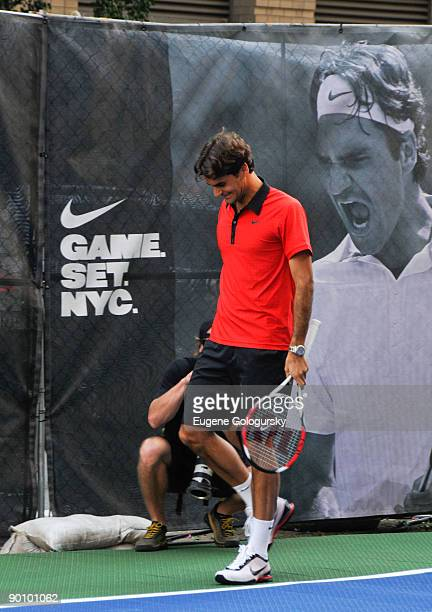 Roger Federer attends the Nike tennis challenge on the streets of Manhattan on August 26 2009 in New York City