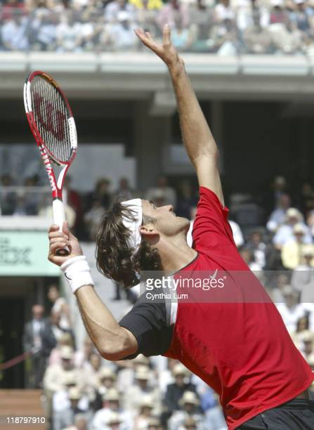 Roger Federer defeats Victor Hanescu 62 76 63 during the 2005 French Open on May 31 2005 at Roland Garros Stadium