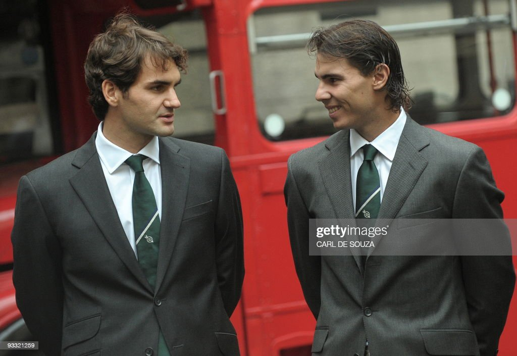 Roger Federer of Switzerland (L) and Ra : News Photo