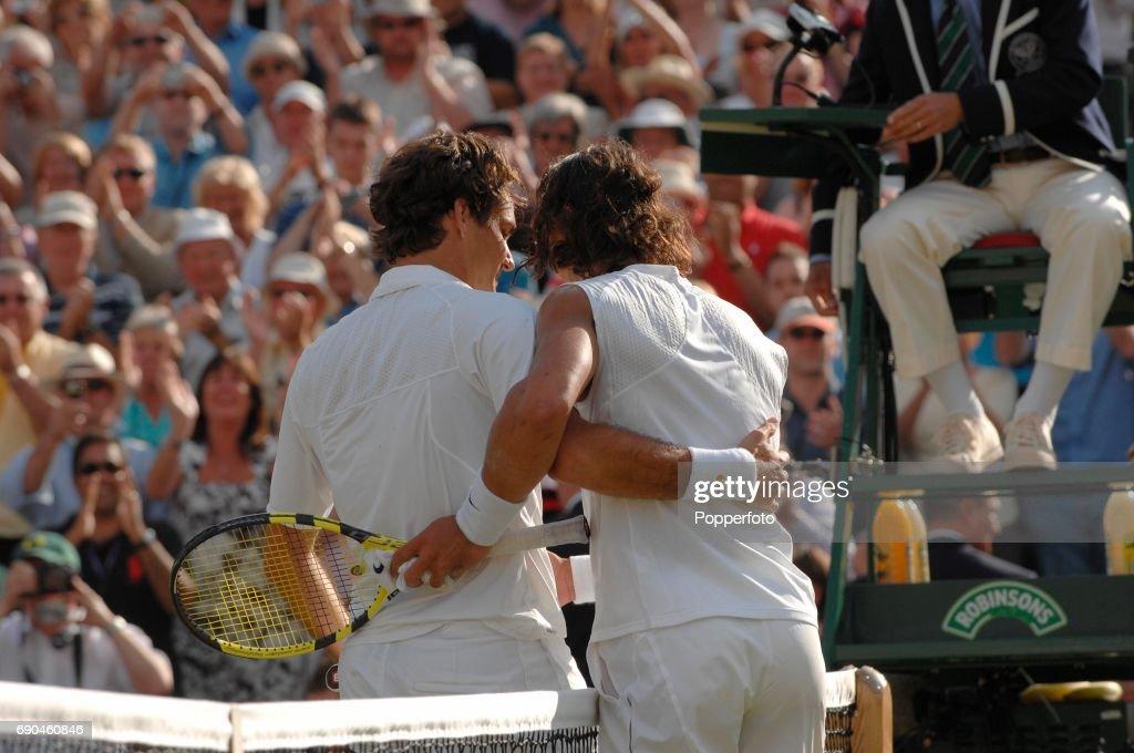 Rogere Federer Wins The Wimbledon Championship : Foto di attualità