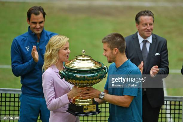 Roger Federer of Switzerland Eva Herzigova Borna Coric of Croatia and tournament director Ralf Weber during day seven of the Gerry Weber Open at...