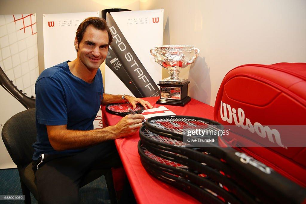 Roger Federer Honored with Commemorative 18 Grand Slam Tennis Racket : ニュース写真