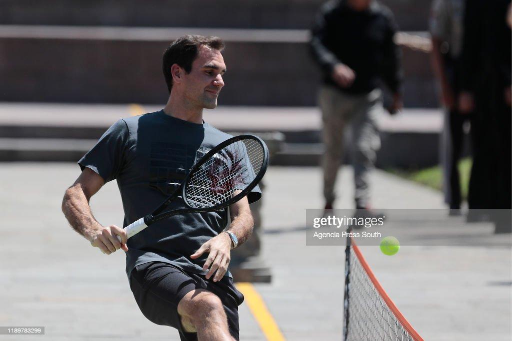 Exhibition Game - Roger Federer v Alexander Zverev : News Photo
