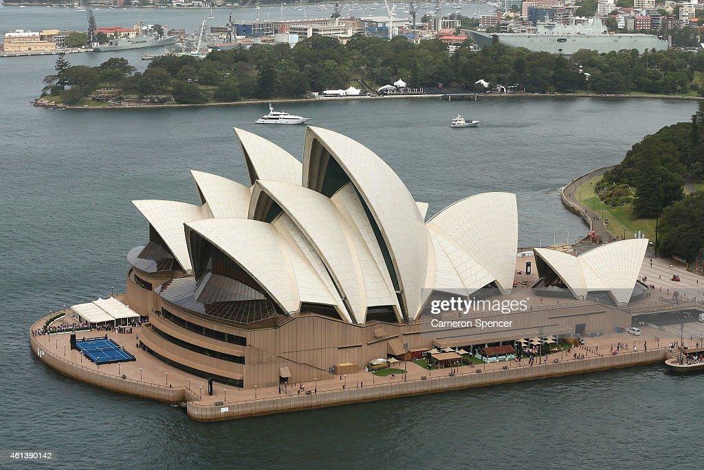 Roger Federer Arrives In Sydney : News Photo