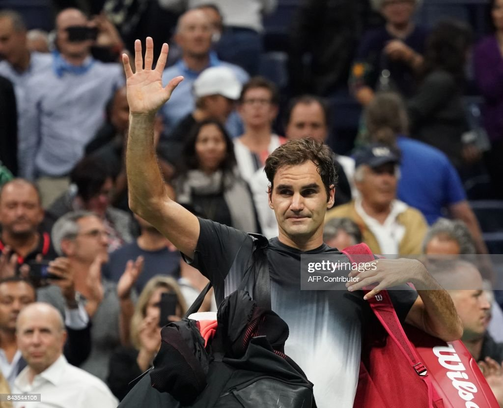 TOPSHOT - Roger Federer of Switzerland waves to the crowd after losing to Juan Martin del Potro of Argentina during their 2017 US Open Men's Singles quarter finals match at the USTA Billie Jean King National Tennis Center in New York on September 6, 2017. /