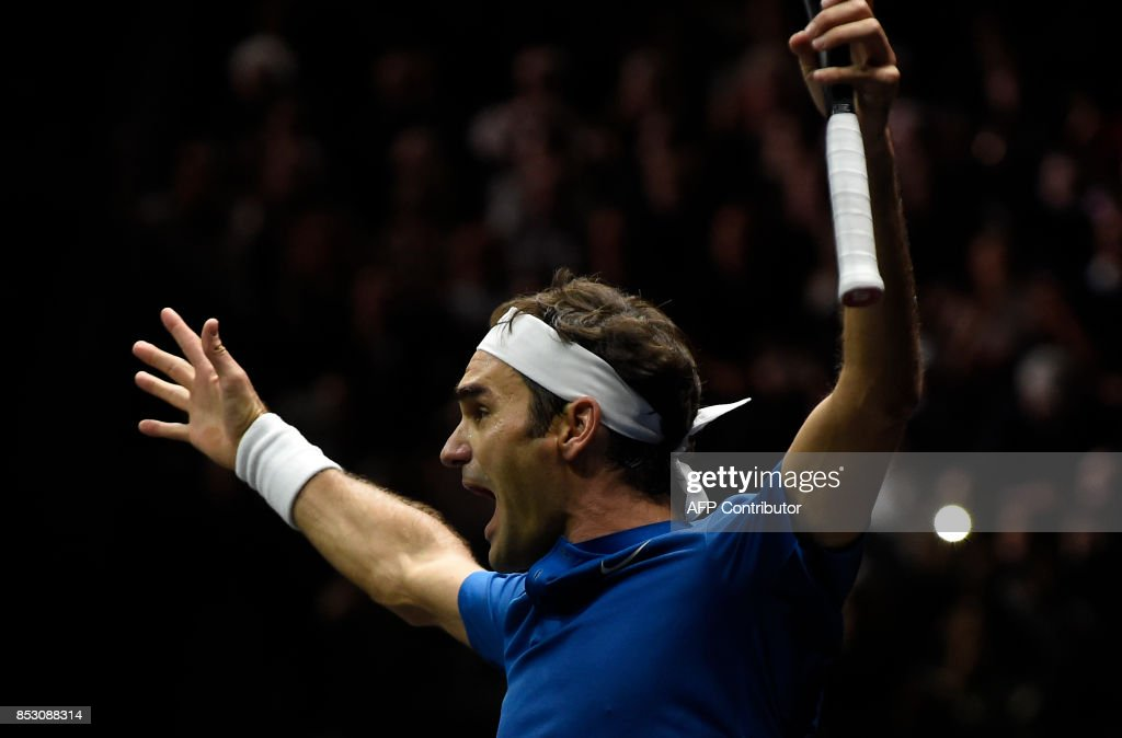 Roger Federer of Team Europe celebrates after defeating Nick Kyrgios of during the the Laver Cup on September 24, 2017 in O2 Arena, in Prague. / AFP PHOTO / Michal Cizek