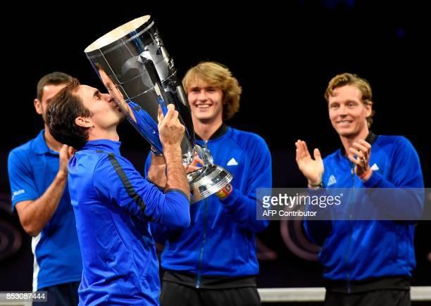 Roger Federer of Team Europe kisses the trophy of the Laver Cup on September 24 2017 in Prague / AFP PHOTO / Michal Cizek