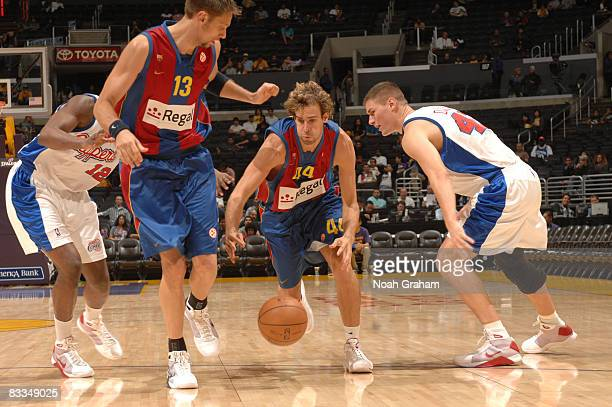 Roger Grimau Gragera of Regal FC Barcelona gets through the defense of Al Thornton and Paul Davis of the Los Angeles Clippers at Staples Center on...