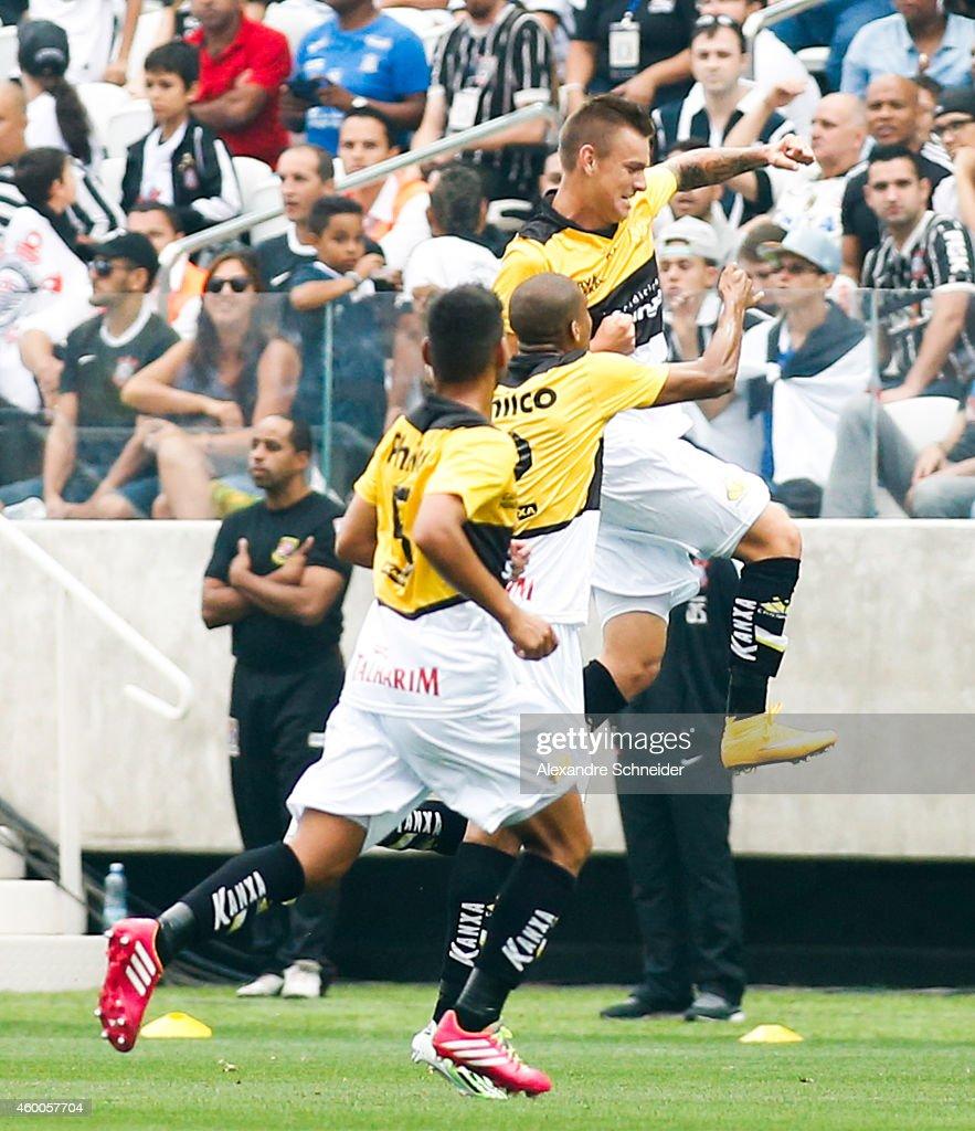 Corinthians v Criciuma - Brasileirao Series A 2014 : News Photo