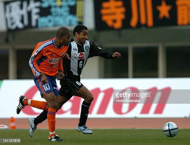 Roger Machado Marques of Vissel Kobe and Edmilson dos Santos Silva of Albirex Niigata compete for the ball during the JLeague match between Albirex...