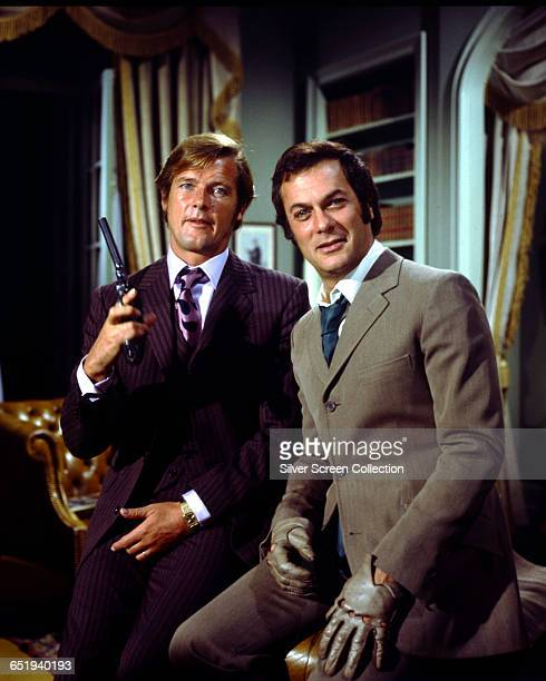 Roger Moore as Lord Brett Sinclair and Tony Curtis as Danny Wilde in the television series 'The Persuaders' circa 1971
