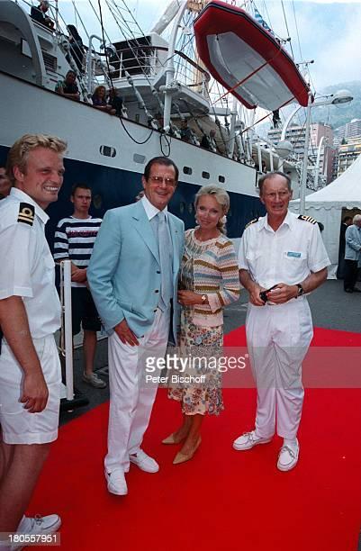 Roger Moore Christina Tholstrup Kapitän Gerhard Lickfett Taufedes weltgrößten 5Mast Vollschiffs RoyalClipper Monte Carlo Monaco Hafenroter Teppich...