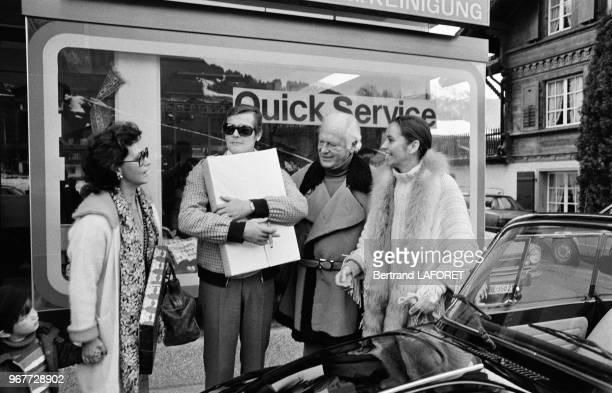 Roger Moore et Curd Jürgens à Gstaad le 20 décembre 1977 Suisse