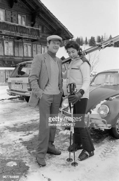 Roger Moore et sa fille Deborah en vancances à Gstaad le 29 décembre 1980 Suisse