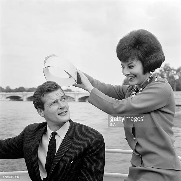 Roger Moore hero of the serial ''The saint'' with the announcer Denise Fabre in walk on the Seine