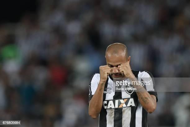 Roger of Botafogo laments lost a goal during a match between Botafogo and Barcelona de Guayaquil as part of Copa Bridgestone Libertadores 2017 at...