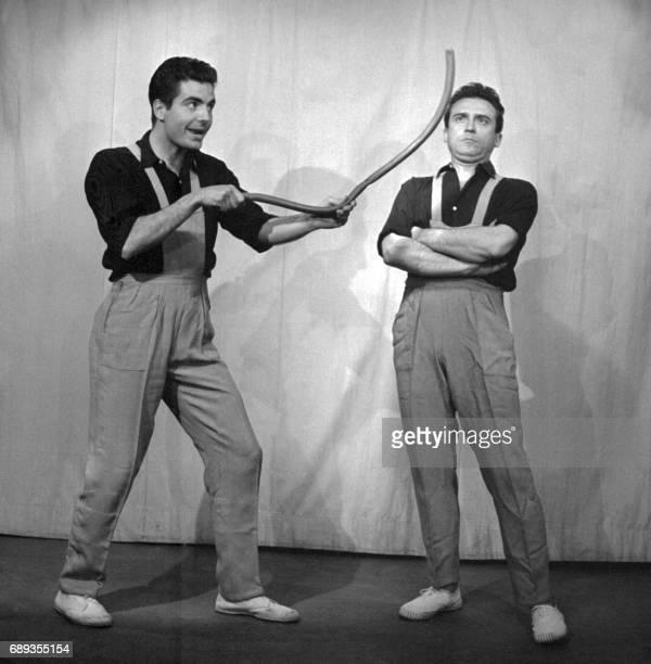 Roger Pierre et JeanMarc Thibault deux fantaisistes français se produisent dans les années cinquante sur la scène d'un cabaret parisien Les deux...