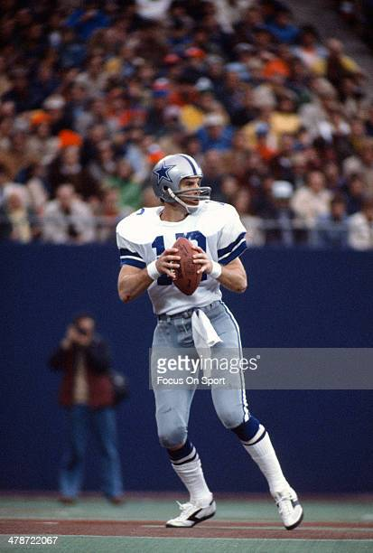 Roger Staubach of Dallas Cowboys drops back to pass against the New York Giants during an NFL football game November 6 1977 at The Meadowlands in...